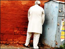 A man urinates in a public place in Delhi (<i>Photo: Pranav Singh</i>)