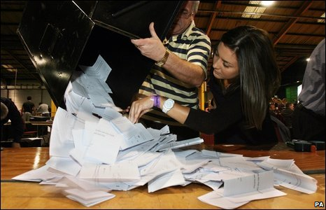 A ballot box is opened as counting begins in the Dublin counting centre, 3 October 2009