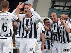 St Mirren celebrate Craig Dargo's winning goal