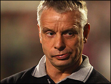 Brian Noble has stepped down as Wigan coach