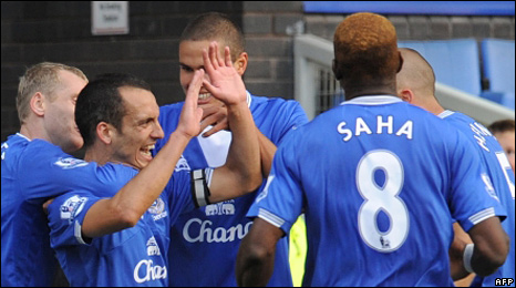 Everton celebrate Leon Osman's equaliser