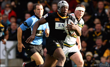 Serge Betsen makes a break for Wasps