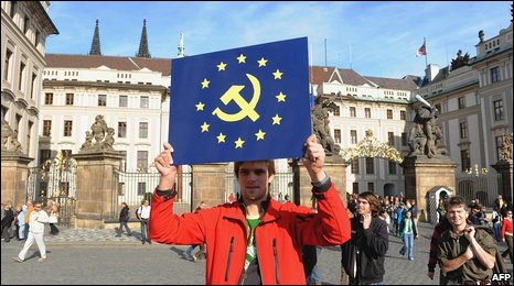 Anti-EU protester at Prague Castle, Czech Republic (3 Oct 2009)
