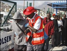 Migrants arrive by boat in Tenerife 13.9.09