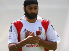 Monty Panesar prepares to bowl during an England net session