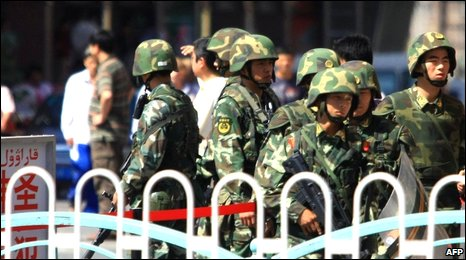 Chinese soldiers man a checkpoint along a street in Urumqi, China (file image from Aug 2009)