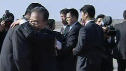 Wen Jiabao and Kim Jong-Il hugging