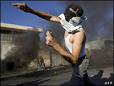 Palestinian youth throws stones in Shuafat refugee camp (05.10.2009)
