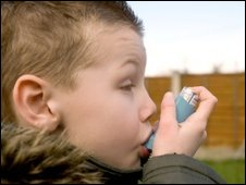 child with a blue inhaler