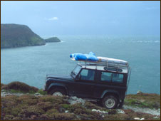 Philippa's Landrover on yet another trip along the cliffs to deliver her paintings to Oriel Ynys M�n
