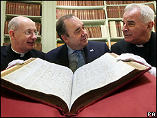 First Minister Alex Salmond, Bishop Richard Moth and Cardinal Keith O'Brien (right) look at the records