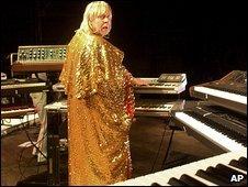 Rick Wakeman in concert in 2005