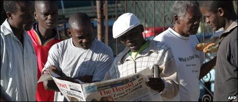 Zimbabweans read the Herald, file image