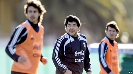 Diego Maradona (centre) with Lionel Messi (right)