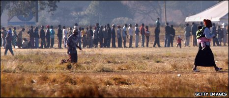 Zimbabweans queuing to vote [file photo from June 2008]