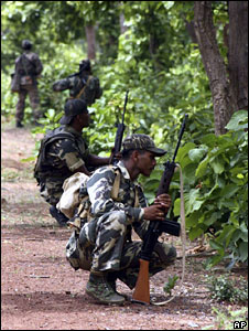Troops hunting for Maoist rebels in India