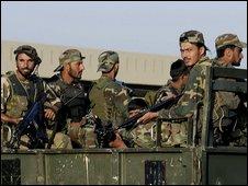 Pakistani troops in Islamabad, 11/10/2009