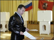 President Dmitry Medvedev casts his vote (11/10/2009)