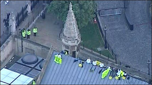 Protest on roof of Houses of Parliament