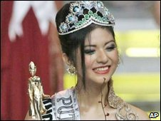 Qori Sandioriva crowned Miss Indonesia on 9 October 2009