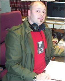 Alan Raw on the mic