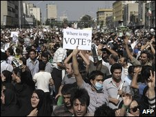 Opposition supporters protest in Tehran, Iran (16 June 2009)