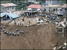 Rescue workers digging out La Trinidad in Benguet province - 13 October 2009