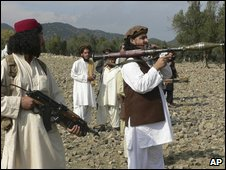 Pakistani Taliban chief Hakimullah Mehsud (right) holds a rocket launcher