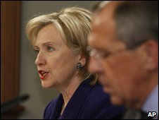 Hillary Clinton and Sergei Lavrov address a press conference in Moscow on 13/10/2009