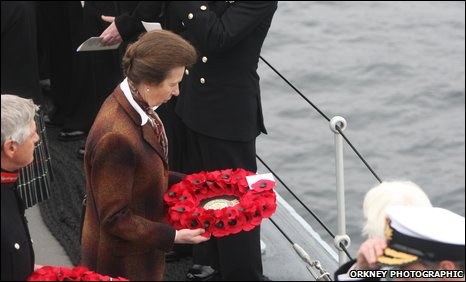 Princess Royal lays wreath [Pic: Ken Amer / Orkney Photographic]