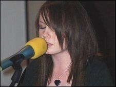 Nia Roberts singing