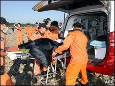 Rescue team removes flood victim 9.9.09