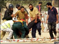 Policemen in Lahore (15 October 2009)