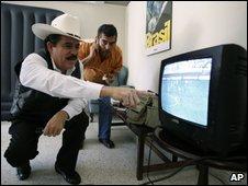 Manual Zelaya watches football in the Brazilian embassy, 16 Oct 2009