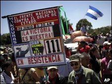 Zelaya supporters hold protest in Tegucigalpa, 16 Oct 2009