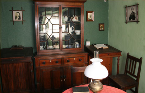 The parlour at Highgate Cottage