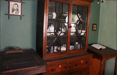 Writing desks in the parlour at Highgate Cottage