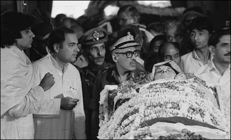 Indira Gandhi's body before taken to the cremation