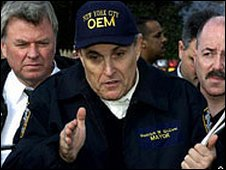Rudy Giuliani (c) with Bernard Kerik (r)