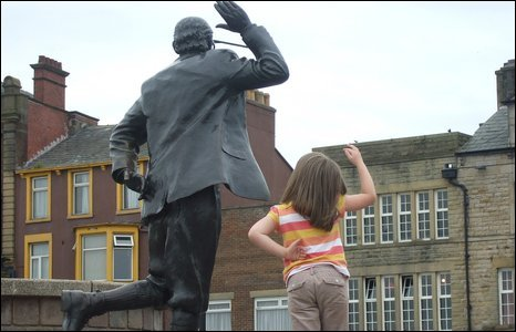 Martin Curran and his family from Northern Ireland have stayed in Morecambe every summer since 2006. Here is a photo of his daughter Maia, who is 6, doing the pose with Eric on 14 August 2009