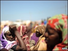 Displaced Somali women in a camp in Bossaso (22 October 2009)
