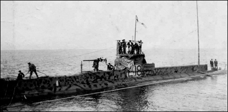E18 arriving off Dagerort. Pictures from Royal Navy Submarine Museum