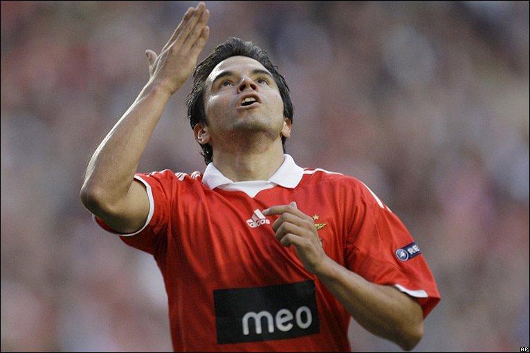 Saviola celebrates his goal