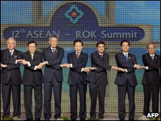 Asean leaders link hands