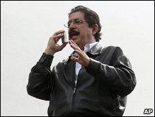 Manuel Zelaya at the Brazilian embassy 24.10.09