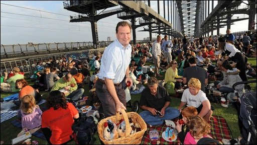 Thousands eating breakfast on the Sydney Harbour bridge