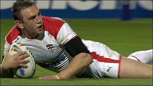 England captain Kevin Sinfield scores a try against France