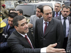 Nouri Maliki (right) visits the site of the bombings in Baghdad (25 October 2009)