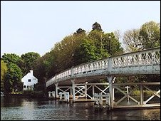The Whitchurch Toll Bridge (c) Whitchurch Bridge Company.
