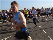 Simon makes a flying start to his 20th Great South Run